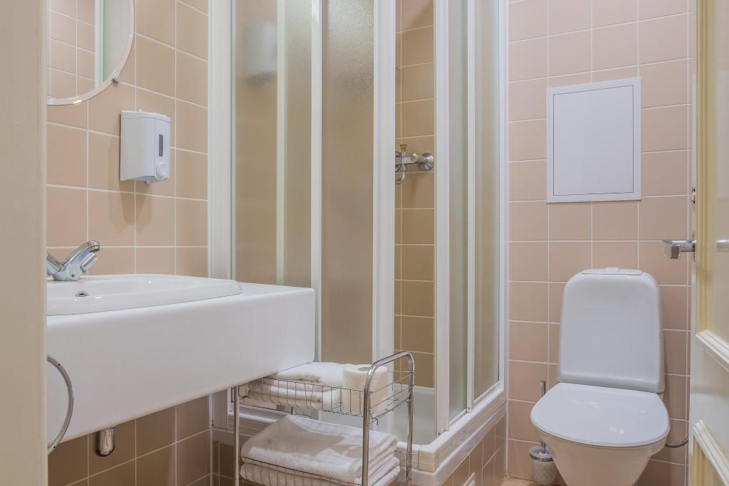 bathroom 36
